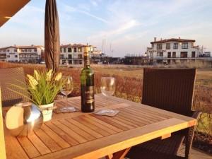 Terrasse mit Blick zum Yachthafen